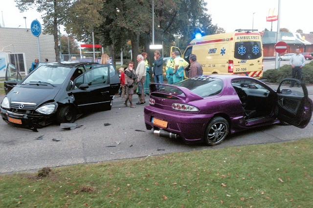 Helmond » Ongeluk bij de McDonald's | De weblog van Helmond