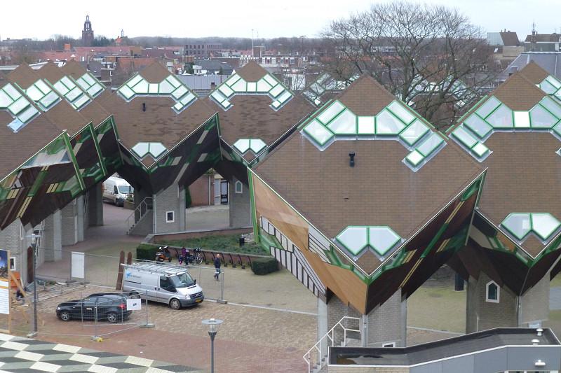 Speelhuisplein-Paalwoningen-Helmond-gemeentelijk-monument.jpeg