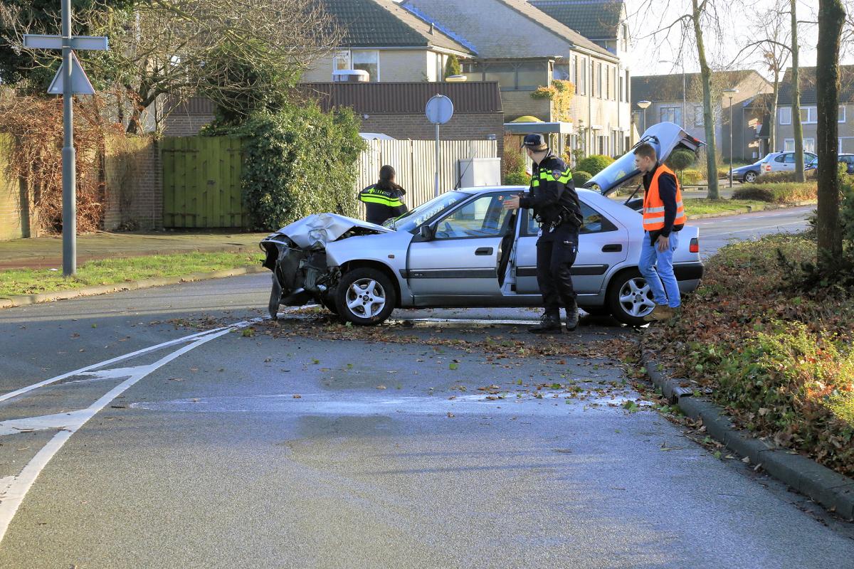 Helmond » Auto-ongeluk in de Rijpelberg (3 foto's) | De ...