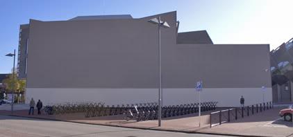 Helmond wie leukt de kale muur van de bieb op de weblog van helmond - Muur bibliotheek ...