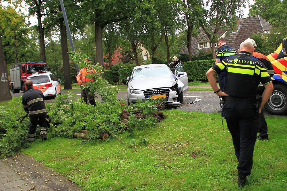 Audi Rijdt Tegen Boom Aarle Rixtelseweg De Weblog Van Helmond